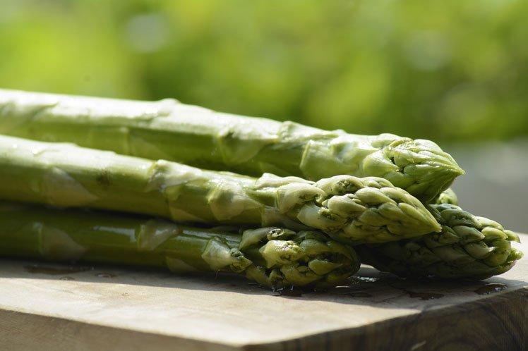 Hoe kan ik de lekkerste asperges koken?